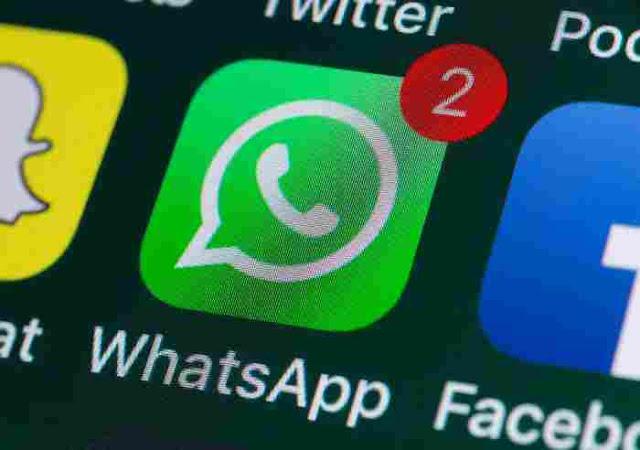 """Cara Hilangkan Pemberitahuan Notifikasi Grup Whatsapp (WA)  Mematikan notifikasi grup whatsapp - Untuk menonaktifkan munculnya pemberitahuan pesan atau notifikasi whatsapp di grup WA, whatsapp telah menyediakan fitur menonaktifkan pemberitahuan grup, dengan begitu kita tidak akan terganggu dengan notifikasi grup WA yang selalu bunyi        Whatsapp merupakan aplikasi chatting yang saat ini paling banyak digunakan oleh semua orang. Dengan adanya whatsapp kita bisa tetap terhubung dengan semua orang, baik melalui chat pribadi maupun obrolan di dalam group whatsapp.    Di dalam aplikasi Whatsapaa kita dapat mengkategorikan beberapa teman, contohnya seperti grup alumni sekolah, rekan kerja, lingkungan komplek, saudara dan lain-lain. Sayangnya, buat sebagian orang pesan atau notifikasi dari group whatsapp tersebut dirasa kan sangat mengganggu karena tiap hari ada pesan masuk apalagi kalu berada di tempat kerja, dapat mengganggu konsentrasi kerja.      Cara Hilangkan Pemberitahuan Group Whatsapp Untuk menghilangkan pemberitahuan atau notifikasi dari group Whatsapp tersebut caranya adalah :    Pertama, silahkan Anda masuk ke dalam grup whatsapp yang ingin Anda matikan notifikasiya.  Lalu tap """"3 titik"""" yang berada di kanan atas lalu klik pada """"Bisukan notifikasi"""". selanjutnya akan muncul popup berapa lama kalian akan menonaktifkan notifikasi grup whatsapp, mulai dari 8 jam, 1 minggu, atau 1 tahun. Silahkan Pilih salah satu lalu klik """"OKE"""". Selesai. Notifikasi tersebut tidak akan muncul dan mengganggu Anda lagi       Itulah cara menghilangkan nada notifikasi di grup whatsapp saja. Namun perlu diingat jika kalian mematikan notifikasi grup wa, Anda tidak akan mendapatkan pemberitahuan obrolan di grup whatsapp yang telah dibisukan notifikasinya dan Anda akan terlewatkan moment di grup.        Pencarian Terkait :  notifikasi grup wa tidak muncul agar notifikasi grup wa tidak muncul cara silent notifikasi grup wa cara agar notifikasi grup whatsapp tidak muncul"""