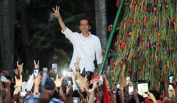 Jokowi Tolak Wacana Presiden 3 Periode tapi Biarkan Pendukung Berkampanye
