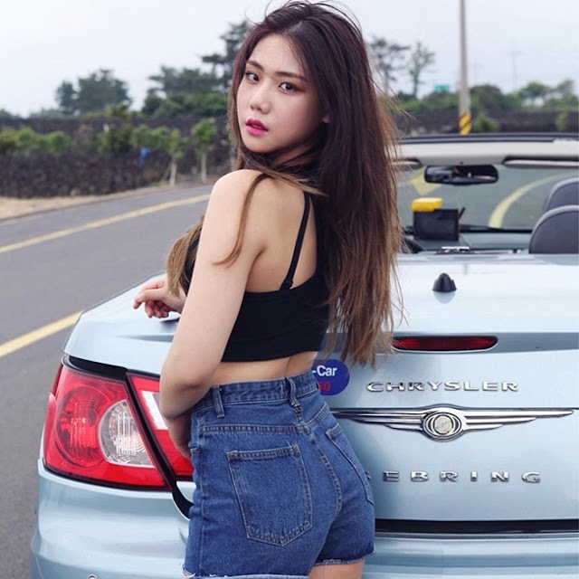 """The """"Beautiful Korean Sisters"""" Wearing Sexy Show Off Their Hot Bust, Overshadowing The Supercar"""