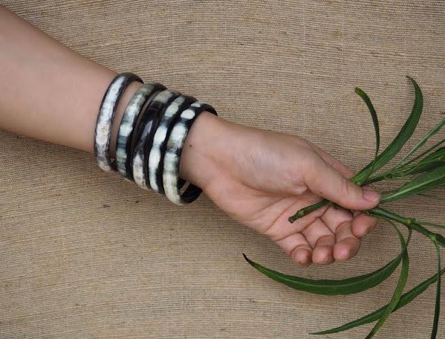 Vòng đeo tay sừng trâu là gì?