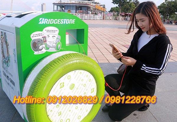 Sử dụng mẫu thùng rác có thể sạc điện thoại ở Đà Nẵng