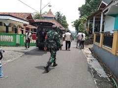 Sinergitas TNI-Polri Ikut Lakukan Penyemprotan Disinfektan Serta Pembagian Sarana Prokes
