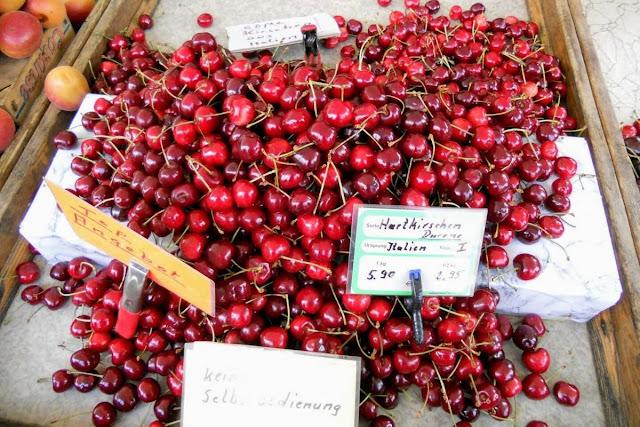 2 days in Munich in Spring: cherries at Viktualienmarkt