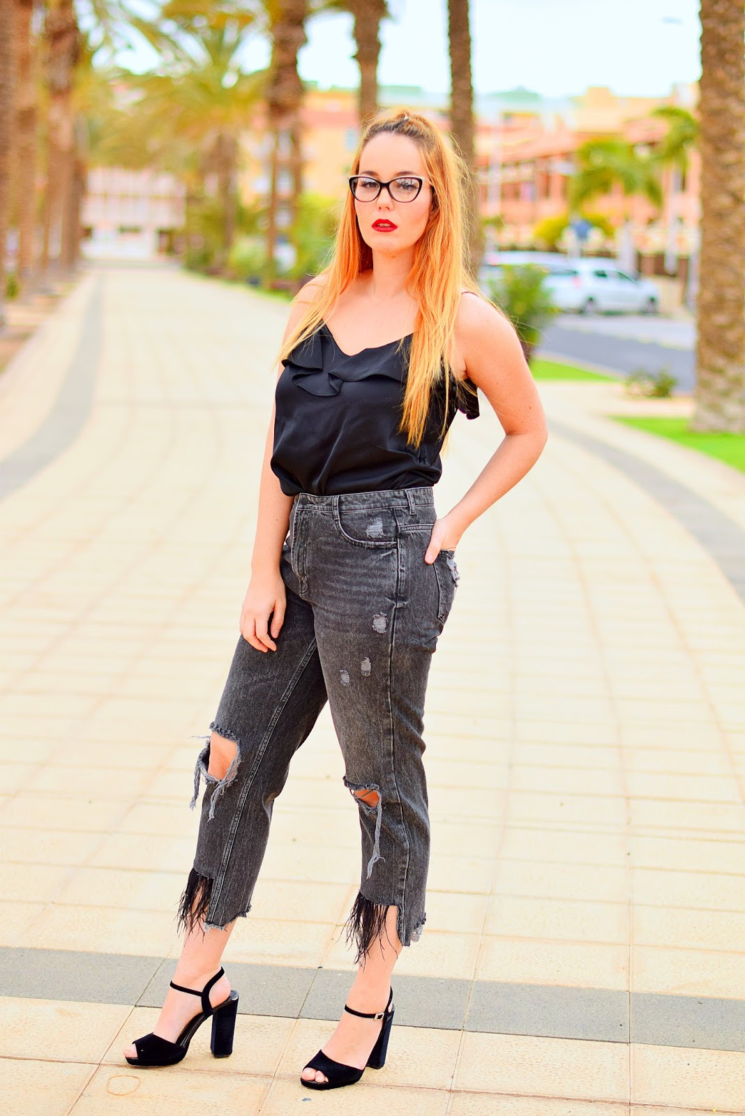 nery hdez, opticalh, gafas graduadas, pantalones con plumas , ripped jeans with feathers