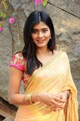 hebah patel cute half saree pics-thumbnail-17