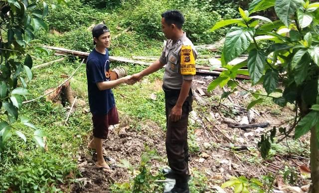 Sambang Warga, Bhabinkamtibmas Polsek Idi Tunong Sampaikan Himbauan Pencegahan Karhutla