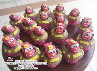 Souvenir Cupcake Mobil Cars Mcqueen