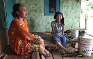 Rumah Tidak Layak Huni (Rutilahu) milik Mak Unah, Sosok Guru Ngaji penyandang disabilitas, penderita cacat sejak lahir yang tinggal di Kp. Cikundul Girang, RT 002/007 Kelurahan Cikundul, Kecamatan Lembursitu, Kota Sukabumi akan dibedah.