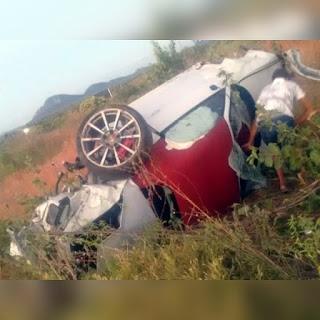 Casal fica em estado grave durante acidente com Porsche na BR-230, na Paraíba; vídeo