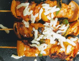 Chicken kebab topped with mozzarella cheese and cooking over tawa or pan for chicken kebab recipe without oven