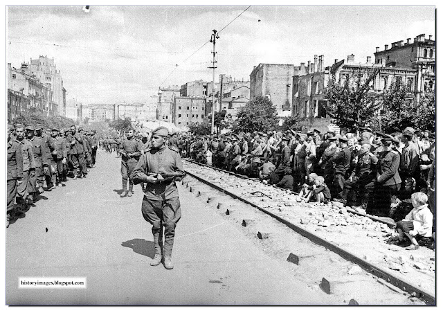 German POWs marched on the streets of Kiev. August 16, 1944