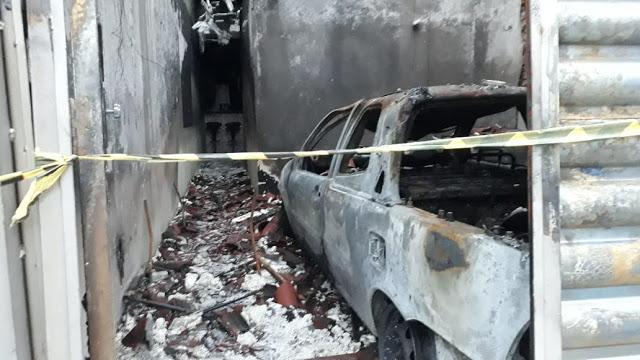 Incêndio destrói carro e casa no centro de Cajazeiras