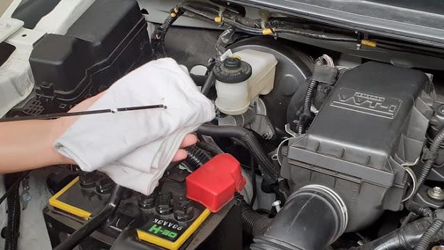 tips memeriksa cairan didalam kap mesin yang bisa dilakukan sendiri