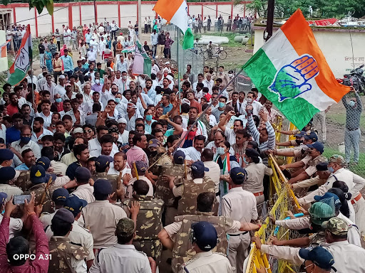 Congress-In-Action-Mode-आवास-आवंटन-में-भ्रष्टाचार-की-शिकायत-लेकर-कांग्रेस-उतरी-सड़कों-पर