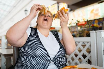 Mujer con trastornos de la conducta alimentaria