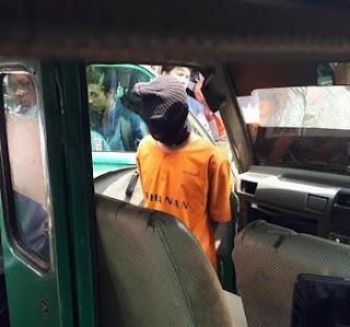 Sopir Angkot ini Setubuhi Penumpangnya di Pinggir Tol