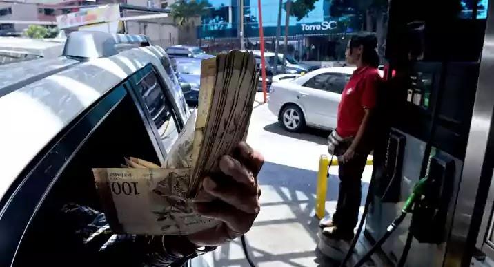 لماذا تعاني فنزويلا الغنية بالنفط من نقص حاد في البنزين