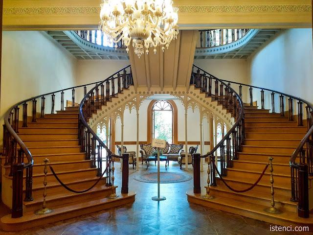 Çamlıca Lisesi, Hababam Sınıfı Müzesi; Merdivenler