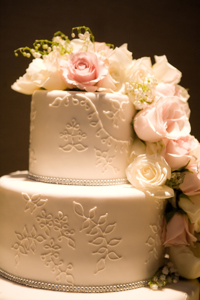 wedding cake with flowers on the side cocoa amp fig traditional wedding cake with cascading 26884