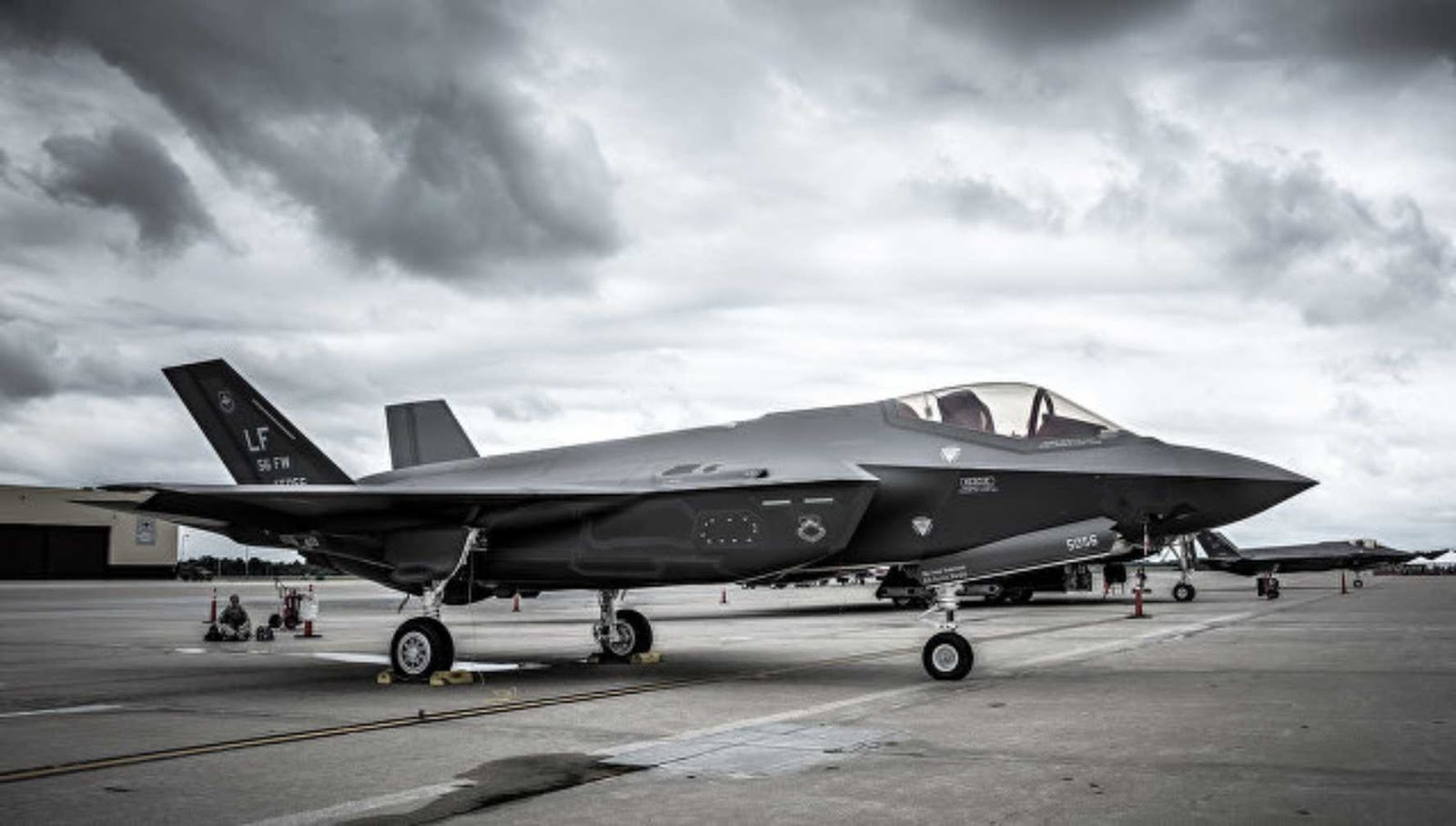 AS meningkatkan pembelian pesawat tempur