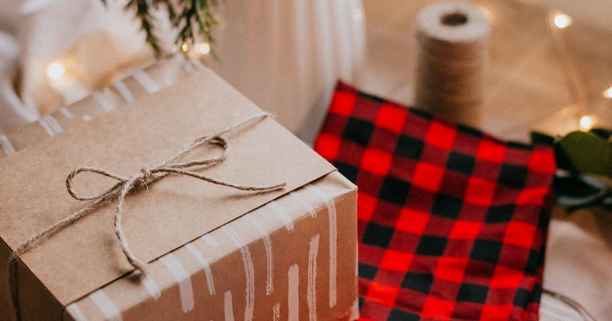 HD Wallpaper Christmas Gift, Holiday, Box, Garland