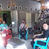 Bhabinkamtibmas Desa Banggae-Desa Topejawa  Door To Door Pada Warga Binaannya Tetap Lakukan Pencegahan Penularan Covid-19