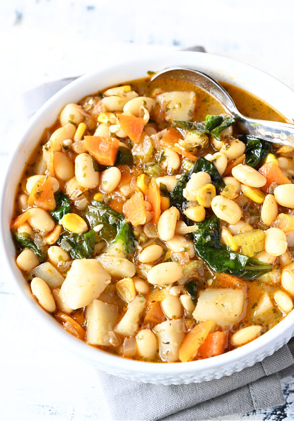 a white bowl with white bean soup with cannellini beans