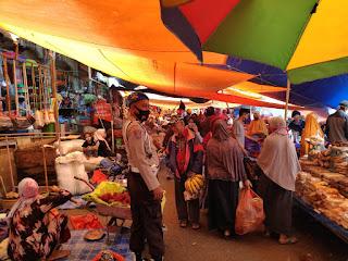 Kapolsek Alla Bersama Jajarannya Perketat Pengamanan di Pasar Sentral Sudu