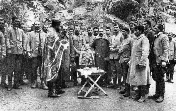 Divisi Artileri Keenam Serbia berfoto bersama Momcilo