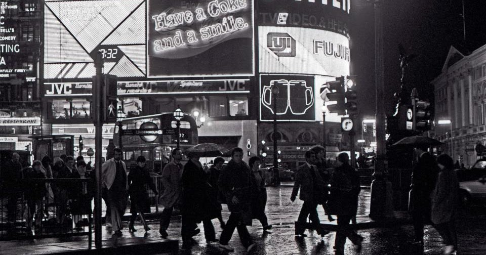 Fascinating Vintage Photos of London in the Late 1970s and