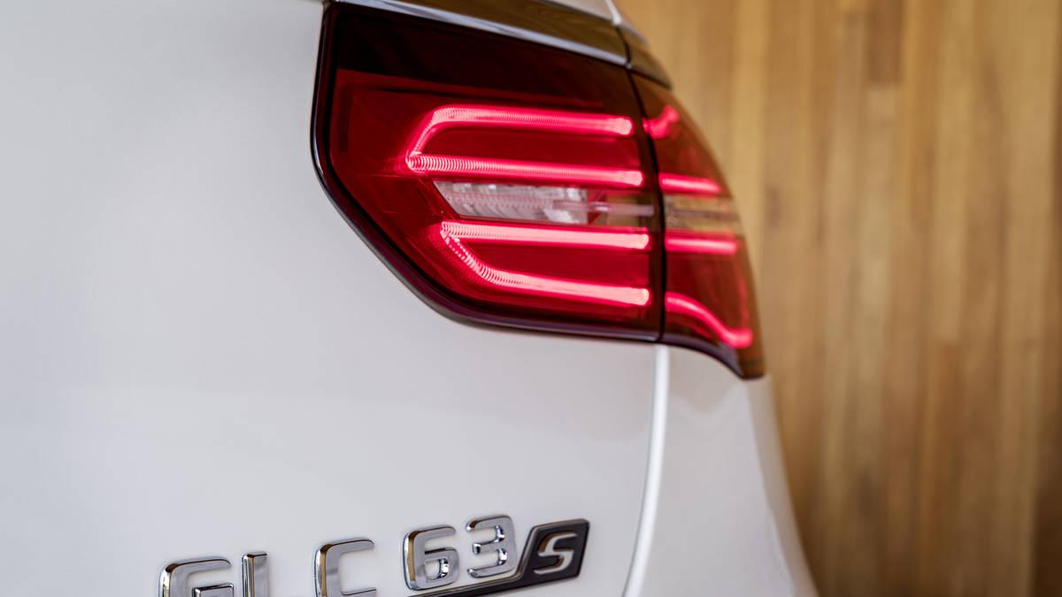 Logo Mercedes AMG GLC 63S Sport Coupe thế hệ mới 2018