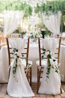 decorazione delle sedie per matrimonio fai da te con fiori e organza