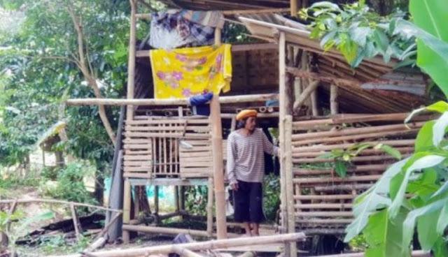 Hartanya Habis Dijual untuk Pernikahan Putrinya, Pria Ini Kini Tinggal di Kandang Kambing