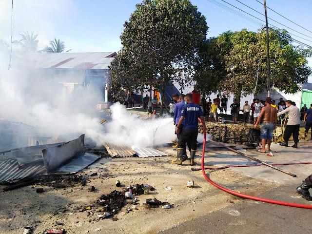 2 Unit Kios Terbakar Akibat Kompor Meledak di Pasar Kaget Koya Barat