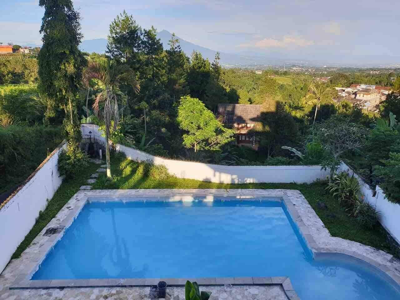 villa di puncak dengan view kebun teh