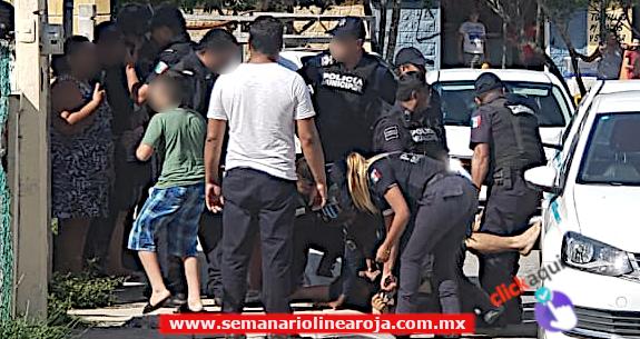 Policía detiene a varias personas solo por acusaciones vacilantes de un taxista