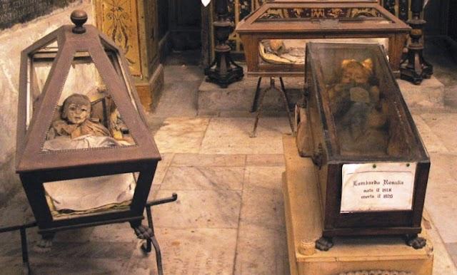চোখ খুলছে ও বন্ধ করছে ১০০ বছর আগের মমি