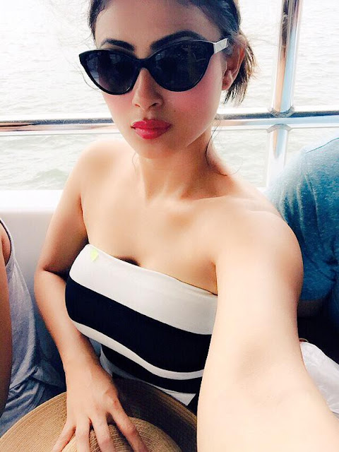 mouni-roy-beautiful-selfie