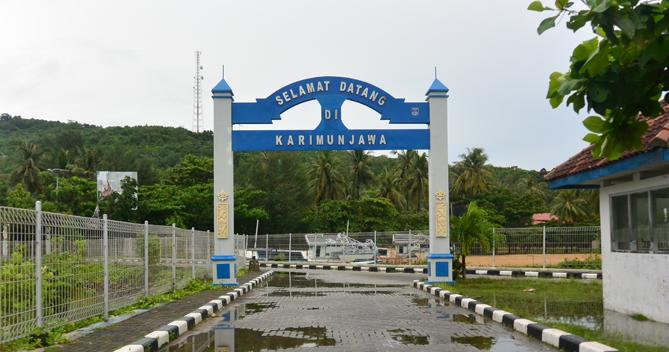 Tulisan Karimunjawa di pelabuhan