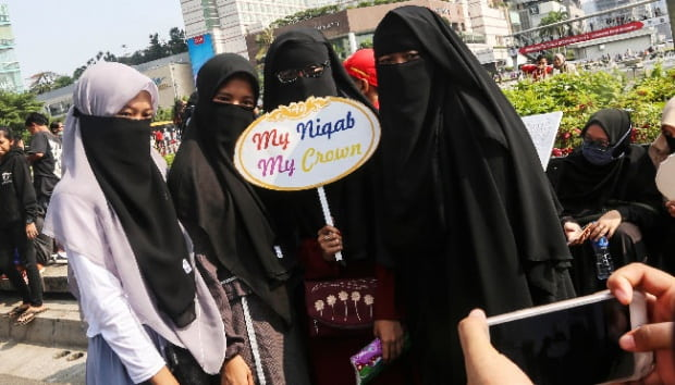 DPR: Pelarangan Cadar di Kampus Melanggar Konstitusi dan HAM