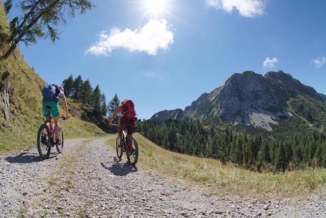 Die Auffahrt ist angenehm Val Dogna Mountainbike