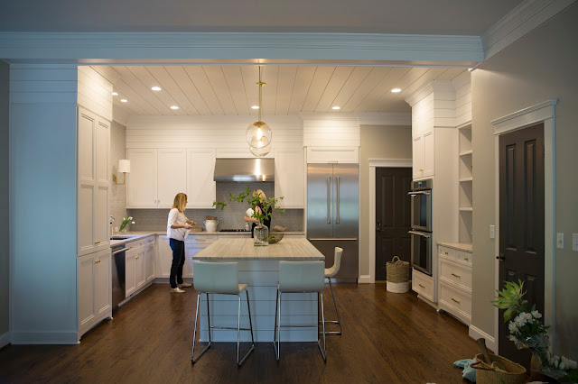 White Kitchen, Design by Kelley Vieregg, KVID Interior Design. Photography by Emily Decker, EA Decker Photography.