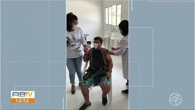 Justiça determina afastamento da secretária de Saúde de Jupi, suspeita de furar fila da vacinação contra a Covid-19