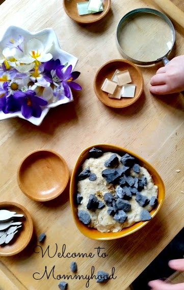 Calming chamomile play dough recipe by Welcome to Mommyhood #naturetable, #playdoughrecipe