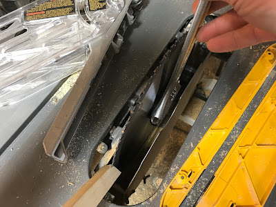 Changing the saw blade