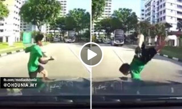Video: Kanak-Kanak Dilanggar Ketika Melintas Jalan Secara Melulu