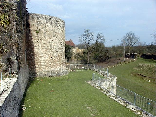 MOYEN (54) - Château épiscopal (XVe siècle)