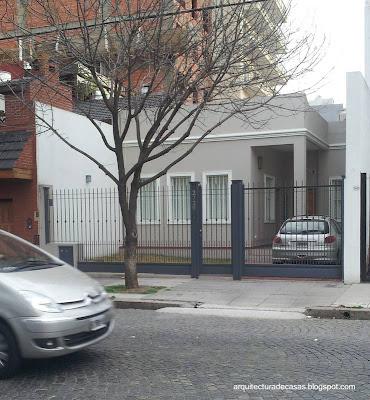 Casa residencial entre medianeras modernizada