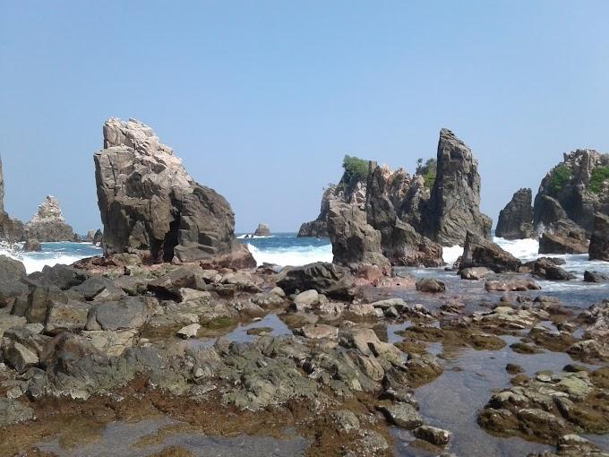 Pantai Gigi Hiu, Pantai Batu Runcing Surga Tersembunyi Dibalik Pesona Lampung