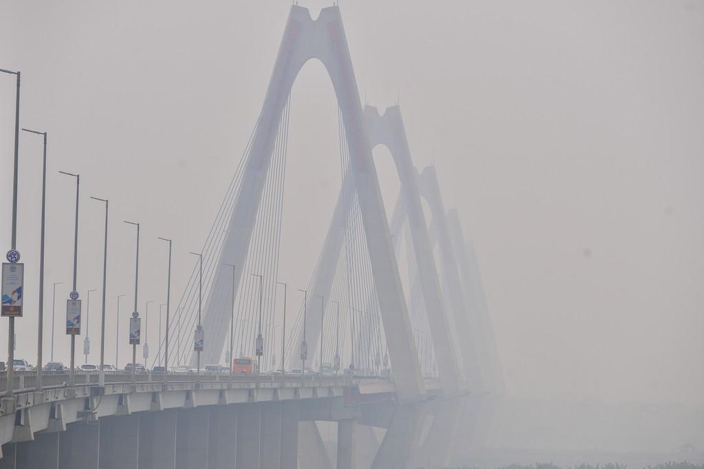Trời Hà Nội mù mịt, không khí ô nhiễm ở mức có hại cho sức khoẻ